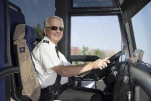 Driver profesional - Alasan Memilih Blue Star sebagai Bus Perjalanan Anda