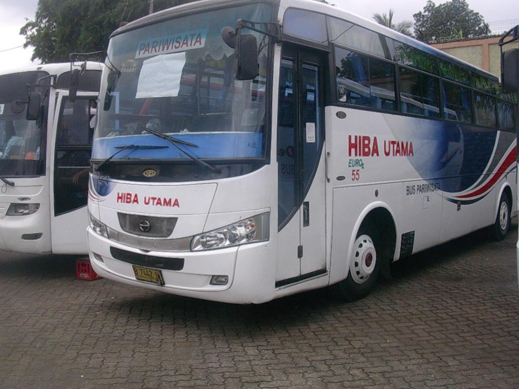 Sewa Bus Pariwisata Hiba Utama di AJB Tours and Trans - Berapa Harga Sewa Bus Pariwisata Hiba Utama?