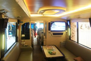 Ruang Meeting dan Kumpul Kelurga - Ini 5 Fasilitas yang Tersedia di Bus Termewah di Indonesia