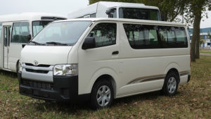 Tersedia di Berbagai Rental Mobil - 5 Alasan Menggunakan Hiace Commuter untuk Pergi Bersama Rombongan