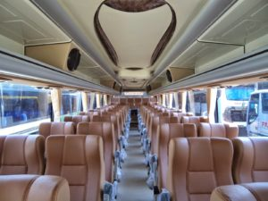 7 Fasilitas Luxury Bus Pariwisata yang Bikin Perjalanan Semakin Nyaman