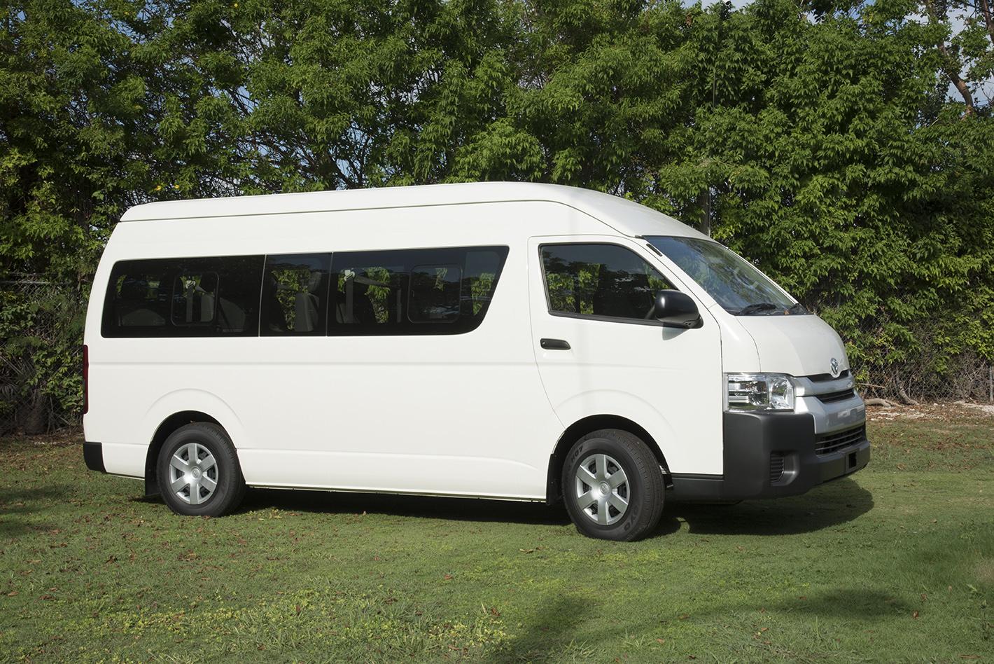 Interior dan Eksterior Hiace Commuter - Pengalaman Liburan Aman, Nyaman, dan Mewah Bersama Toyota Hiace