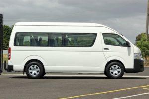 Hiace Commuter Manual - Toyota Hiace, Pilihan Terbaik untuk Perjalanan Rombongan dan Keluarga