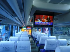 LCD TV & Music Player - 7 Fasilitas Luxury Bus Pariwisata yang Bikin Perjalanan Semakin Nyaman