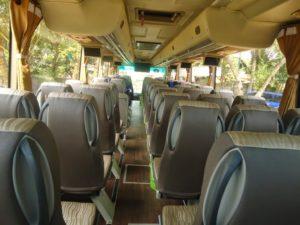 Mempertimbangkan Fasilitas dan Layanan Bus - Ini 5 Tips Sewa Bus Premium Jakarta untuk Wisata Anda