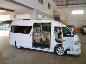 Fasilitas Mumpuni - Sewa Mobil HiAce untuk Liburan Bersama Keluarga? Why Not!