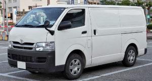 Performa Tangguh di Segala Medan - Sewa Mobil HiAce untuk Liburan Bersama Keluarga? Why Not!