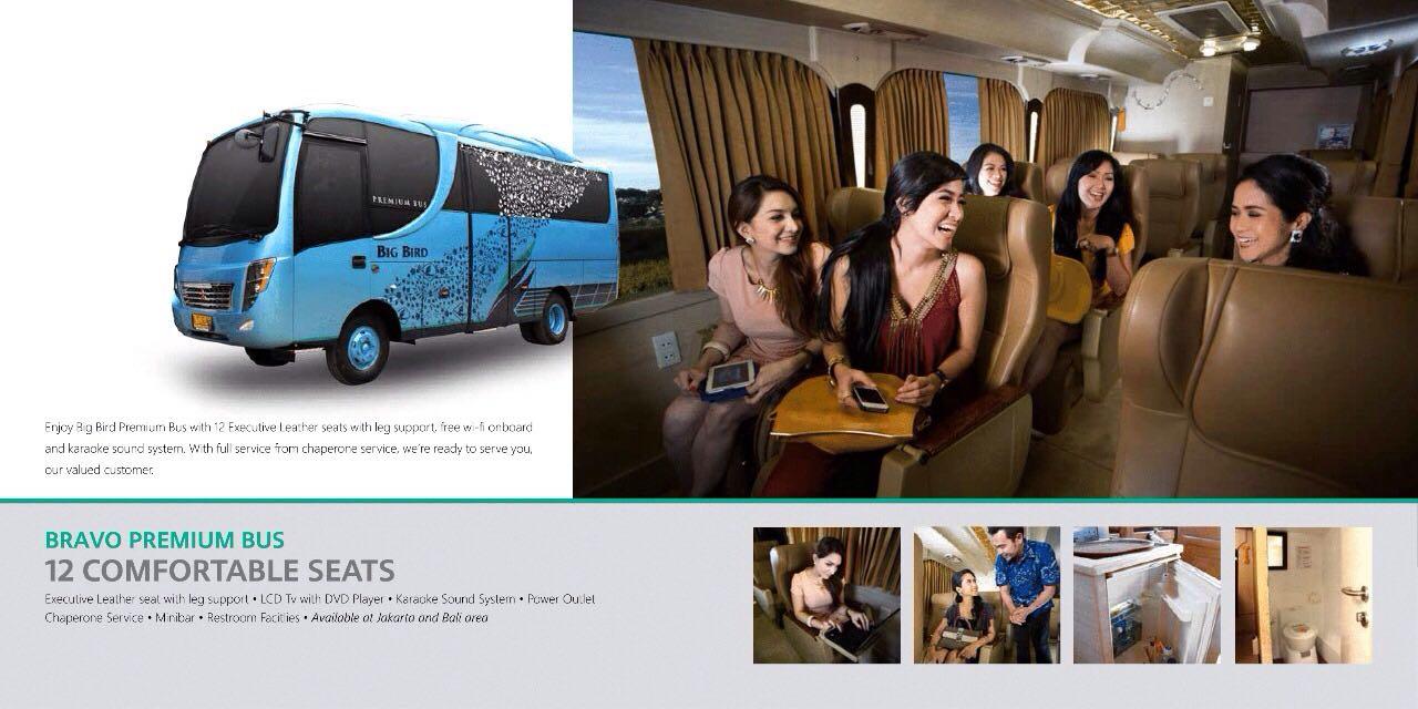 Charger Plug - 7 Fasilitas Luxury Bus Pariwisata yang Bikin Perjalanan Semakin Nyaman