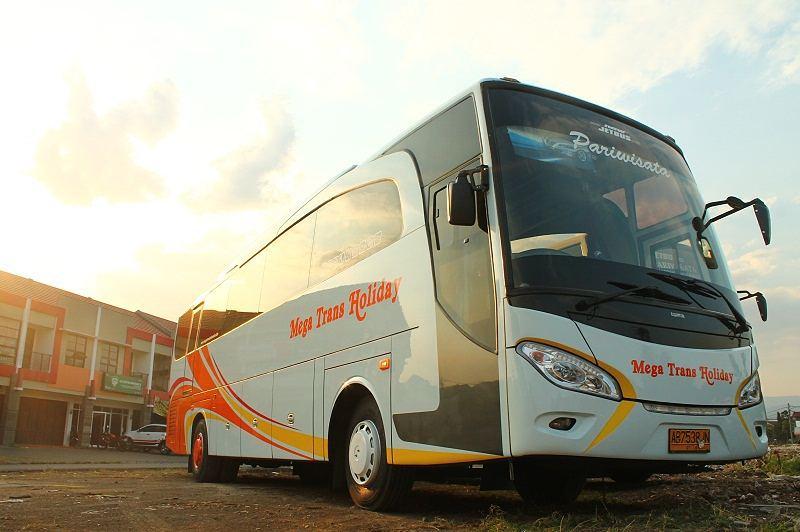 Bus Mega Trans Holiday