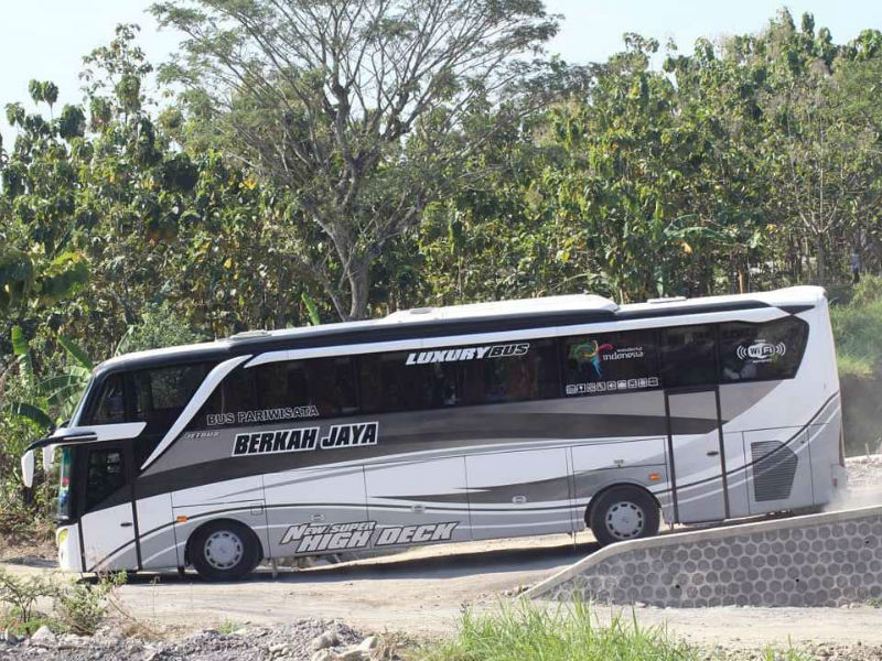 Bus Pariwisata Gresik - Berkah Jaya