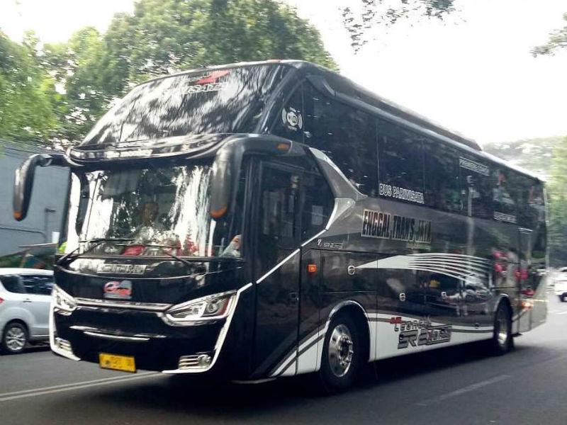 Bus Pariwisata Gresik - Enggal Trans Jaya