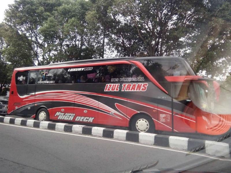 Bus Pariwisata Pasuruan - Izul Trans