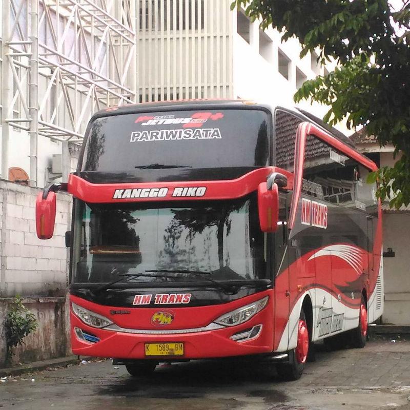 Bus Pariwisata Sidoarjo - HM Trans