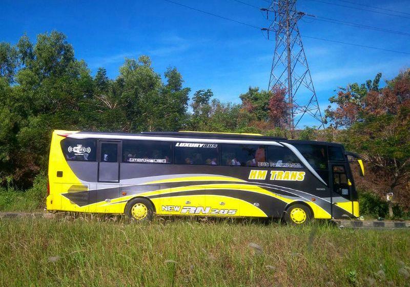 Sewa Bus Sidoarjo - HM Trans