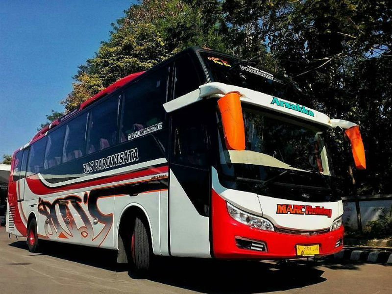 Sewa Bus Sidoarjo - Marc Holiday
