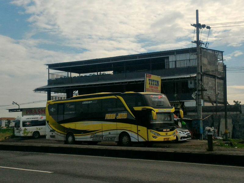 Bus Pariwisata Surabaya - Ferdi Jaya